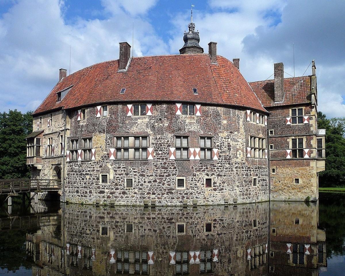 lovely. . gigl. 1 'THE' an 'tla' ttl, IIE tll. Vischering Castle, Germany. It's in North Rhine-Westphallus lovely gigl 1 'THE' an 'tla' ttl IIE tll Vischering Castle Germany It's in North Rhine-Westphallus