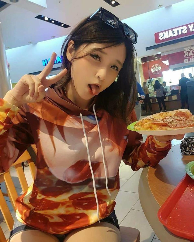Pizza Time.  .. I want that shirt. Cute Asian Lewd Pizza ahegao